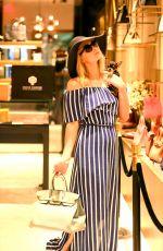 PARIS HILTON Shopping at Prive Porter in Miami 03/25/2021