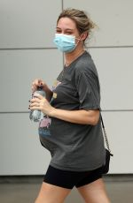 Pregnant TESS STRUBER at Cairns Airport 03/02/2021