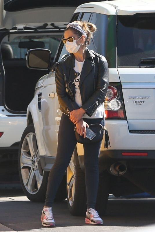 SARAH MICHELLE GELLAR Out in Santa Monica 03/16/2021