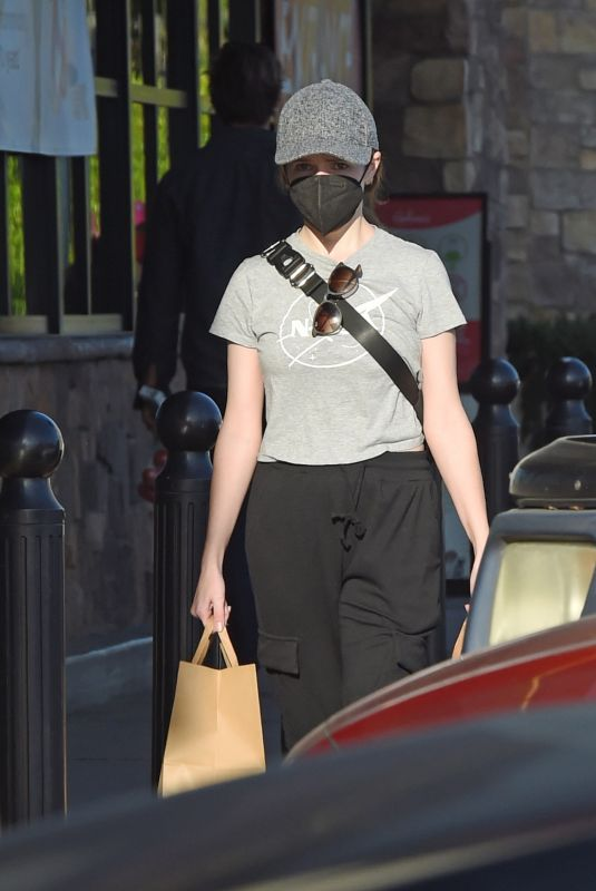 ANNA KENDRICK Sopping at Gelson