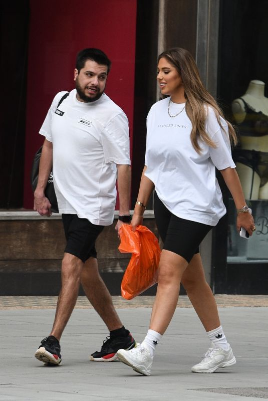 ANNA VAKILI Out with Friend in London 03/31/2021