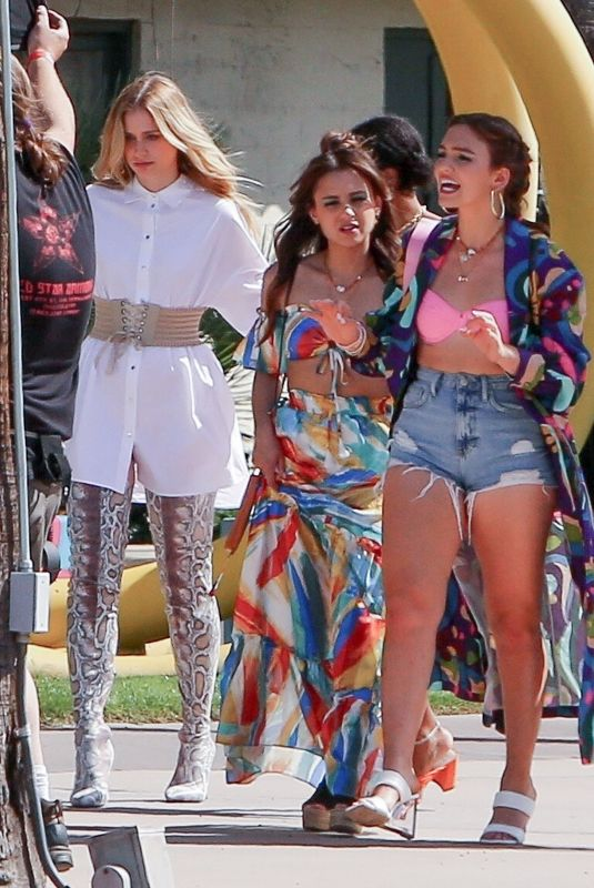 ELIZABETH LAIL and TAYLOUR PAIGE on the Set of Mack & Rita in Palm Springs 04/04/22021