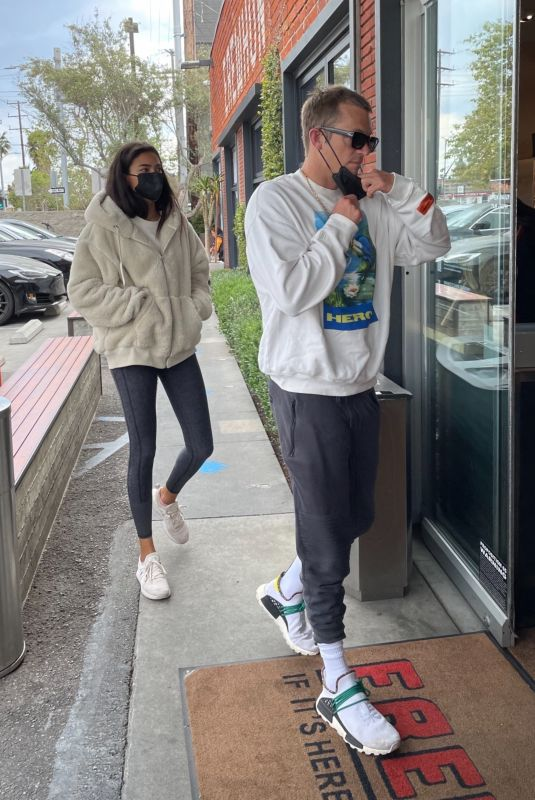 KELLY GALE Out Shopping at Erewhon Market in Venice Beach 04/01/2021
