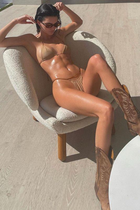 KENDALL JENNER in Bikini - Instagram Phoros 04/05/2021