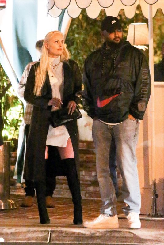 LINDSEY VONN Out for Dinner with Friends in Santa Monica 04/04/2021