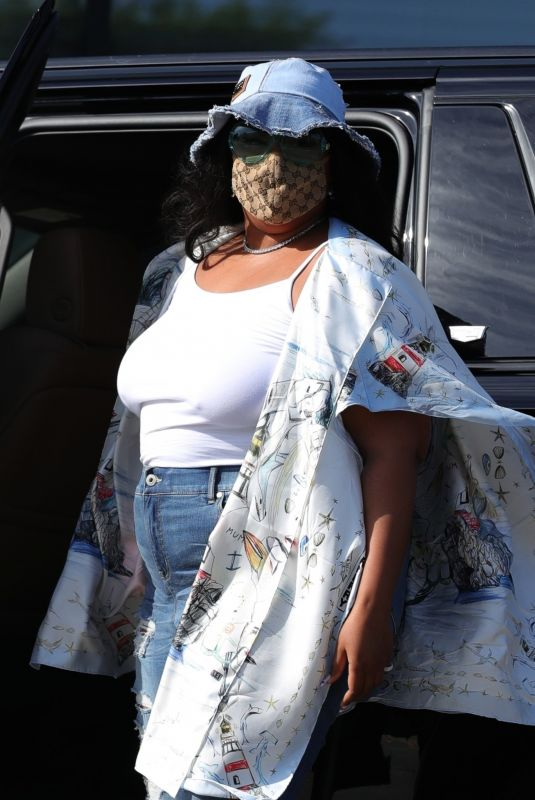LIZZO Leaves Catch LA in Los Angeles 04/04/2021