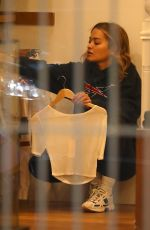 RITA ORA Shopping in Darlinghurst in Sydney 04/23/2021