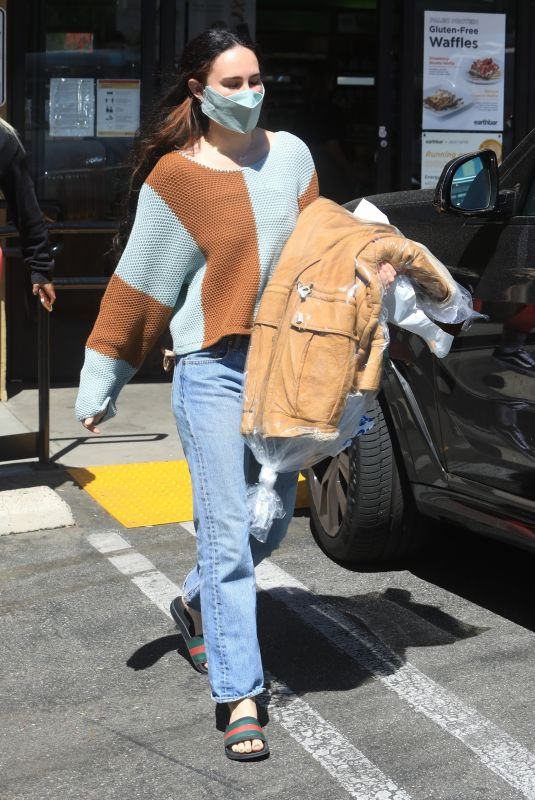 RUMER WILLIS Picks up Her Dry Cleaning in West Hollywood 04/29/2021
