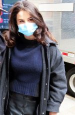 SELENA GOMEZ Arrives on the Set of Murders in the Building in New York 04/09/2021