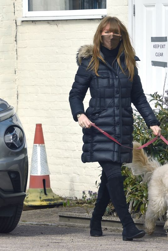 SUMMER MONTEYS-FULLAM Takes Her Dog to the Vets in London 04/10/2021