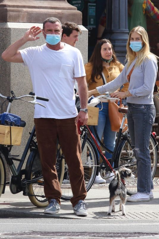 TAYLOR NEISEN and Liev Schreiber OutRiding Bikes in New York 04/10/2021