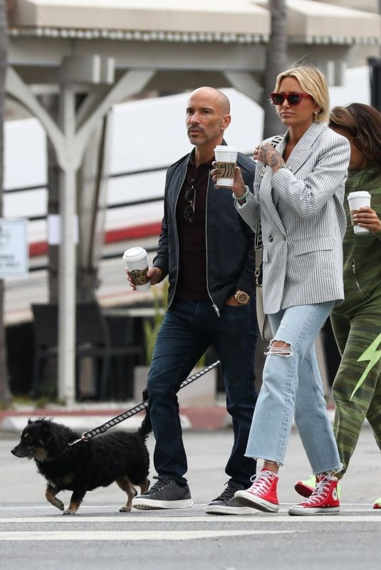 TINA LOUISE and Brett Oppenheim Out for Coffee in Los Angeles 04/21/2021