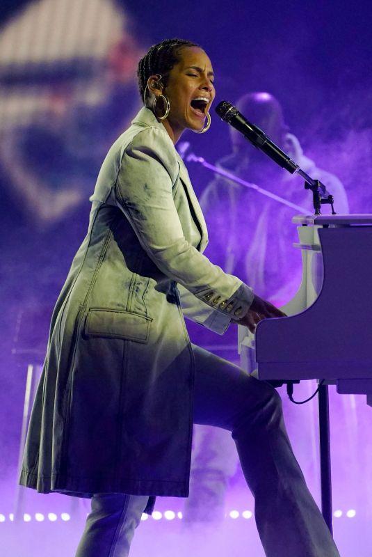 ALICIA KEYS Performs at 2021 Billboard Music Awards 05/23/2021