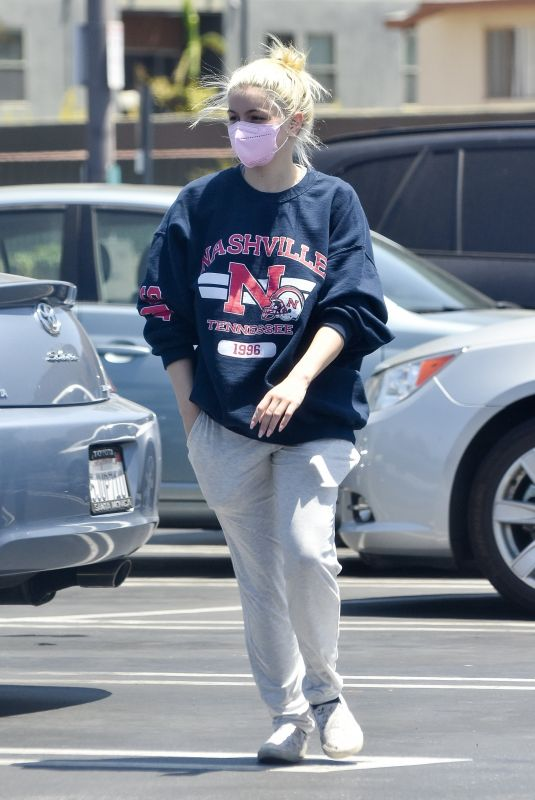 ARIEL WINTER Shopping at Gelson's in Los Angeles 05/26/2021