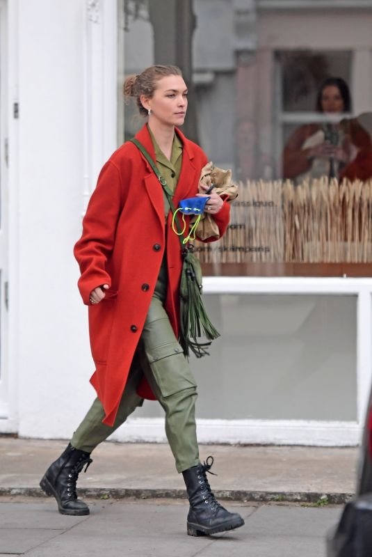 ARIZONA MUSE Out in Notting Hill 05/02/2021