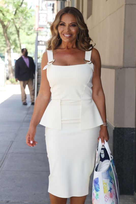 EBONI WILLIAMS Leaves Wendy Williams Show in New York 05/27/2021