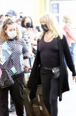 GOLDIE HAWN Arrives at Reagan National Airport in Washington 05/28/2021