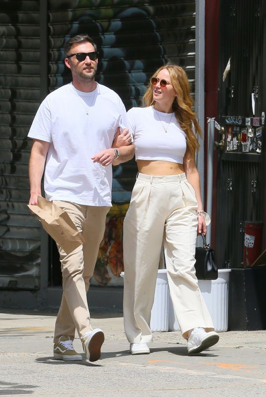 JENNIFER LAWRENCE and Cooke Maroney Out in New York 05/22/2021