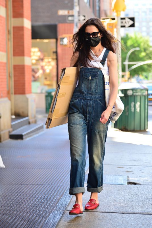 KATIE HOLMES in Denim Overalls Out Shopping in New York 05/27/2021