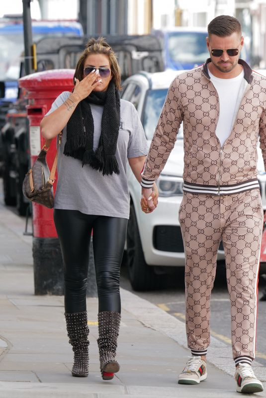 KATIE PRICE and Carl Woods Out on Walton Street in Knightsbridge 05/06/2021