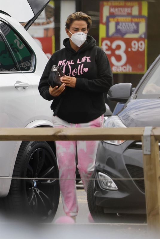 KATIE PRICE at Her Local Pets at Home Store 05/04/2021