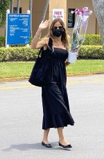 KELLY BENSIMON Buys Beautiful Orchid at Publix in Palm Beach 05/17/2021