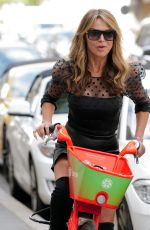LIZZIE CUNDY Leaves Harley Street Clinic in London 05/12/2021
