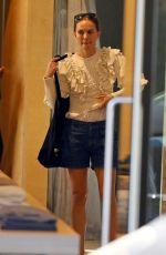 NATALIE PORTMAN Shopping at Zimmerman in Sydney 05/08/2021