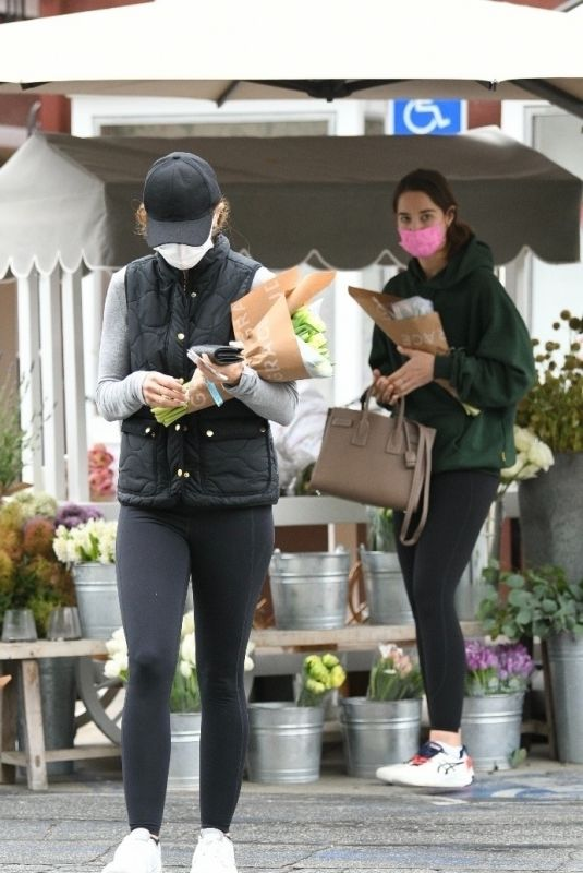 CHRISTINA and KATHERINE SCHWARZENEGGER Buys Flowers in Los Angeles 06/07/2021