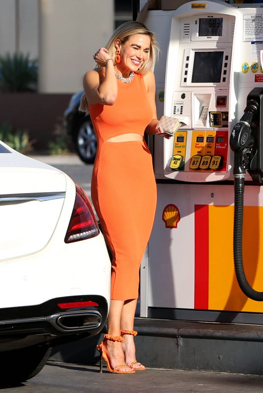 CJ LANA PERRY at a Gas Station in Studio City 06/04/2021