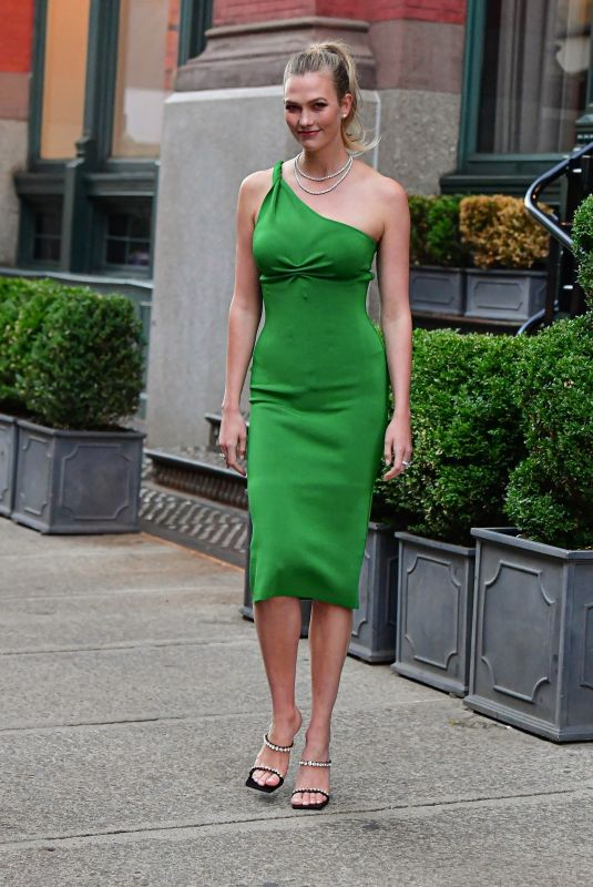 KARLIE KLOSS Out in New York 06/10/2021