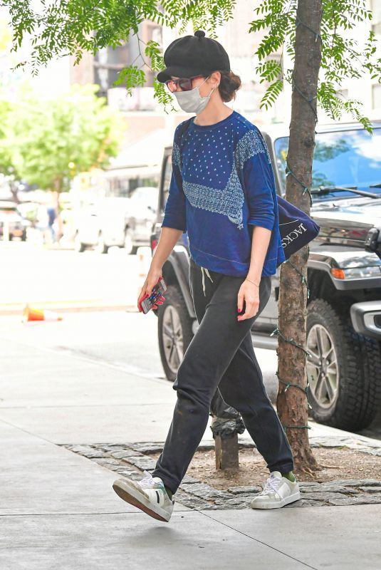 KATIE HOLMES Arrives at Her Apartment in New York 06/15/2021