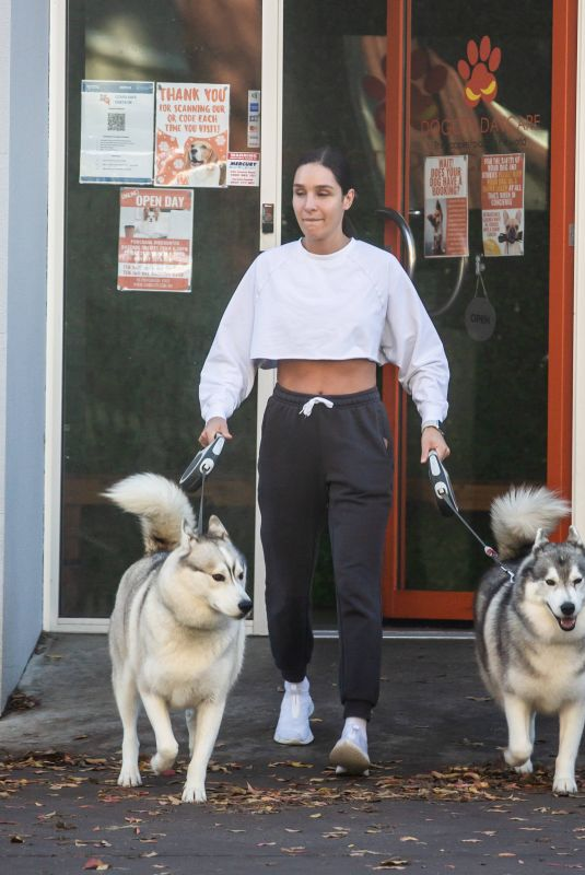 KAYLA ISTINES Out with Her Dogs in Adelaide 06/25/2021