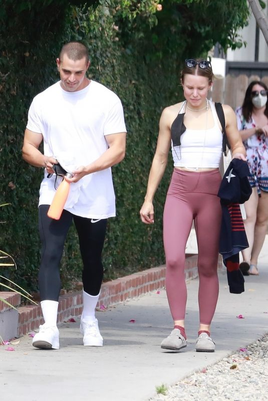 KRISTEN BELL and Benjamin Levy Aguilar Heading to a Gym in Los Feliz 06/15/2021
