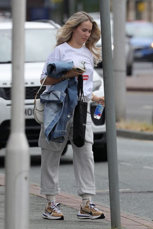MOLLY MAE HAGUE Leaves a Hair Salon in Wilmslow 06/28/2021