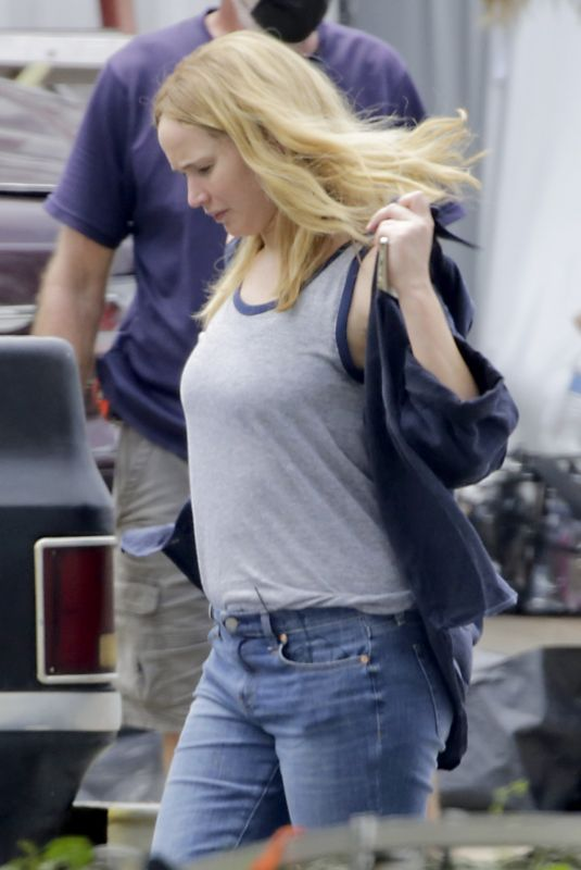 Pregnant JENNIFER LAWRENCE Films Reshoots for Red, White and Water in New Orleans 06/02/2021