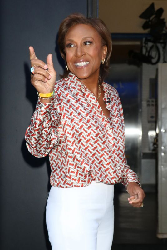 ROBIN ROBERTS Arrives at ABC Studios in New York 06/17/2021