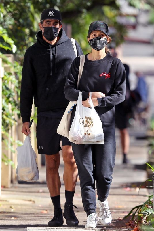 ROSE BYRNE and Bobby Cannavale Out Shopping in Sydney 06/25/2021