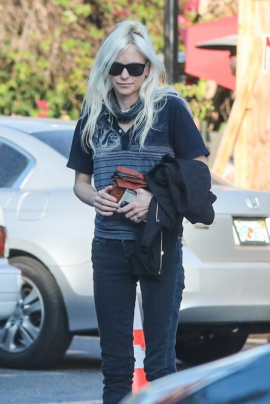 ANNA FARIS Out for Dinner at Tallula