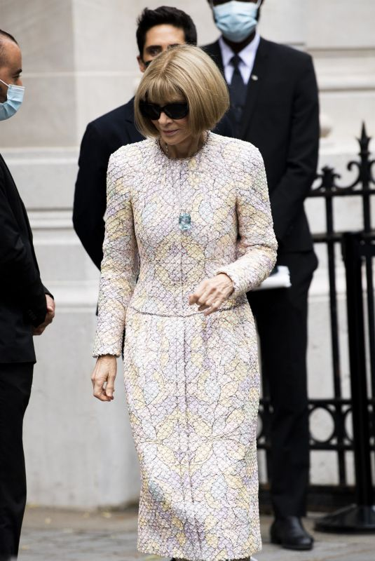 ANNA WINTOUR Arrives at Chanel Haute Couture Fall/Winter 21/22 Show in Paris 06/07/2021