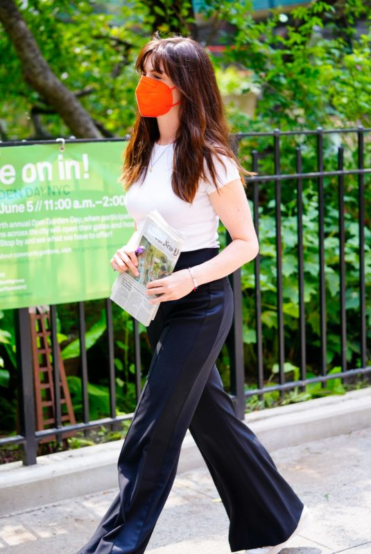 ANNE HATHAWAY Out and About in New York 070/26/2021