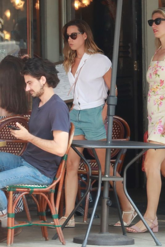 AUBREY PLAZA and Jeff Baena Out for Lunch with Zach Woods in Los Angeles 07/11/2021