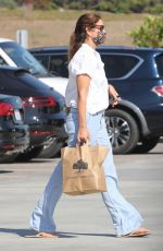 CINDY CRAWFORD Shopping at Vintage Grocers in Malibu 07/19/2021