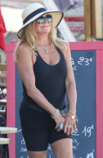 GOLDIE HAWN and Kurt Russell Out in Saint Tropez 07/05/2021