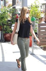 JENNIFER ANISTON Leaves Skincare Clinic in Beverly Hills 07/09/2021