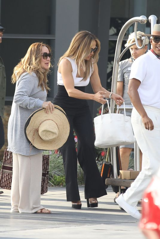 JENNIFER LOPEZ Off for Her Birthday Weekend in Los Angeles 07/22/2021