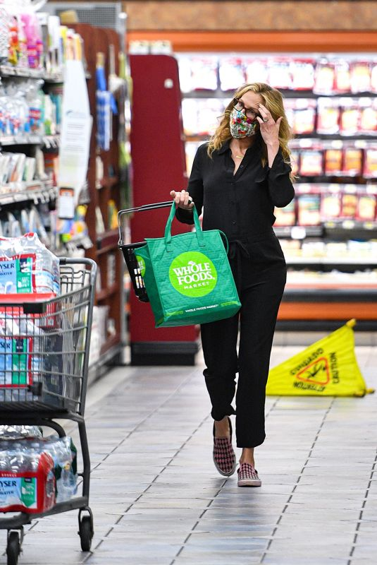 JULIA ROBERTS at Grocery Shopping in Los Angeles 07/27/2021