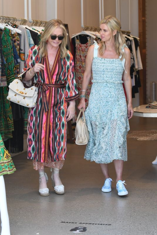 NICKY and KATHY HILTON Shopping at Alice + Olivia in Beverly Hills 07/21/2021