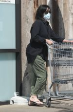 SHANNEN DOHERTY Shopping at Vintage Grocers in Malibu 07/16/2021