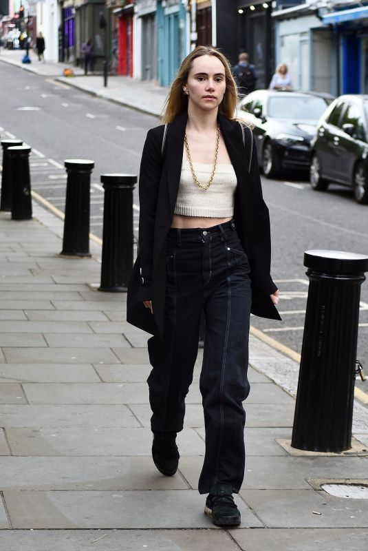 SUKI WATERHOUSE Out and About on Portobello Road in London 07/04/2021